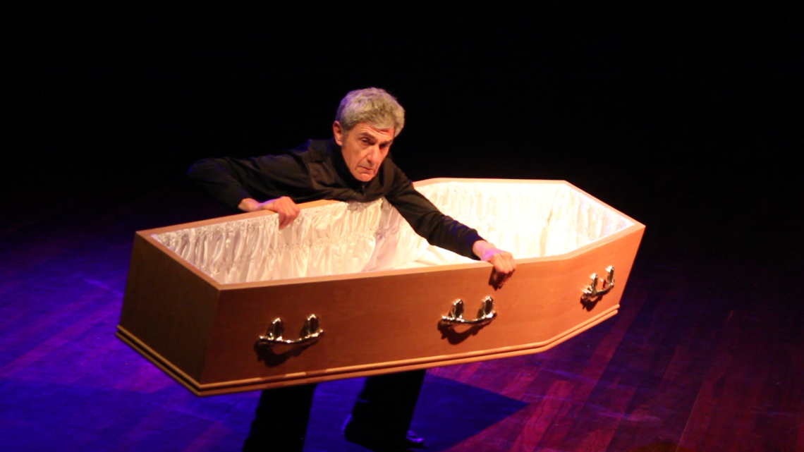 Alan Schacher performing Share my Coffin